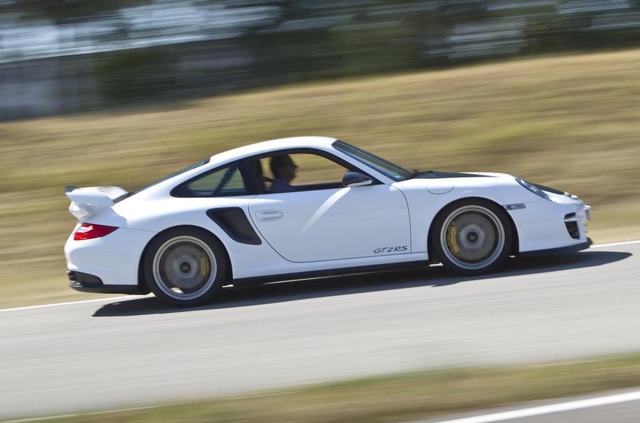 Porsche 911 GT2 RS side profile