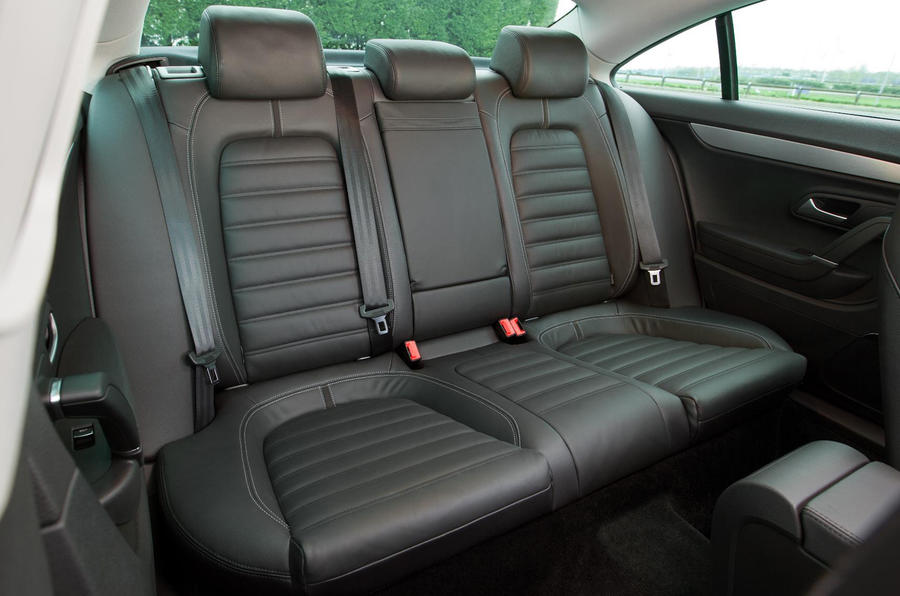 VW Passat CC 2.0 TDI 140 GT rear seats