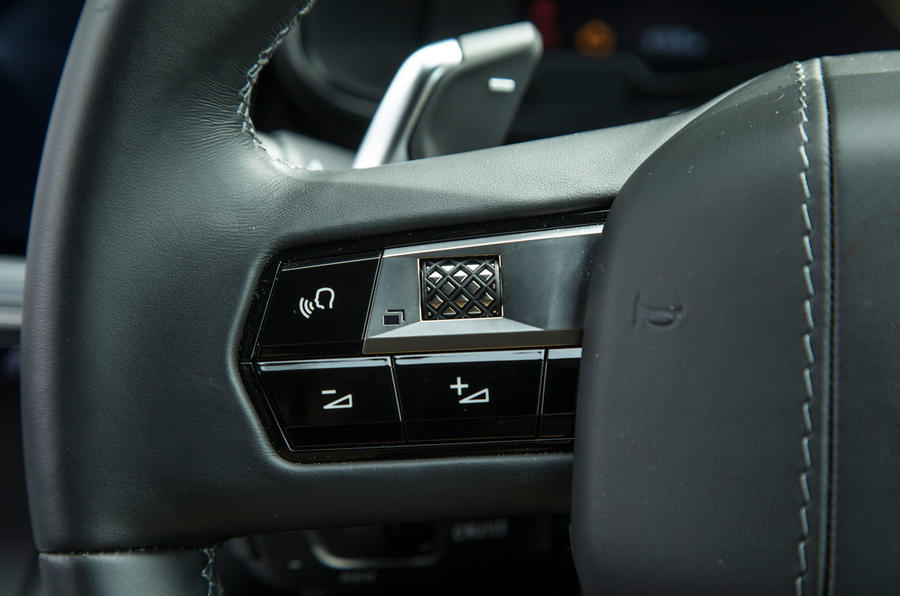 DS 7 Crossback 2018 road test review steering wheel buttons