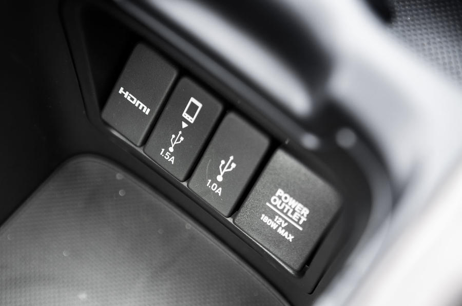 Honda CR-V 2018 road test review - connections