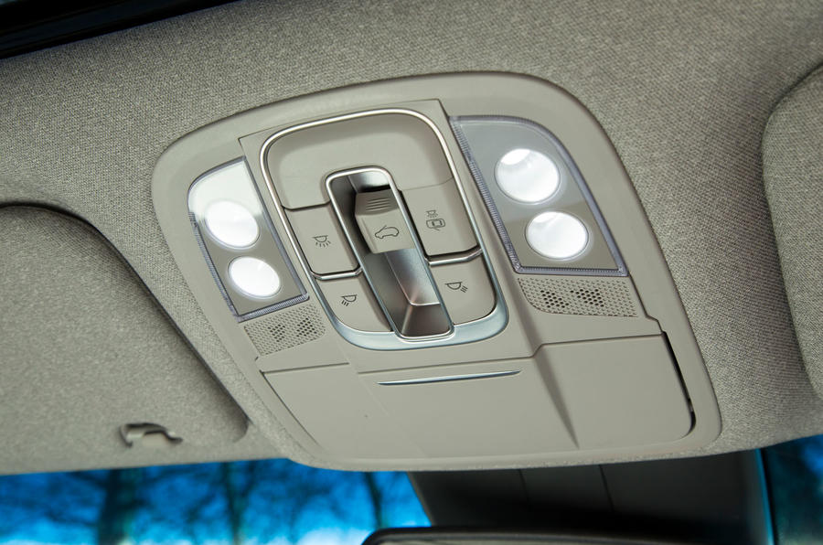 Hyundai Santa Fe 2019 road test review - sunroof controls