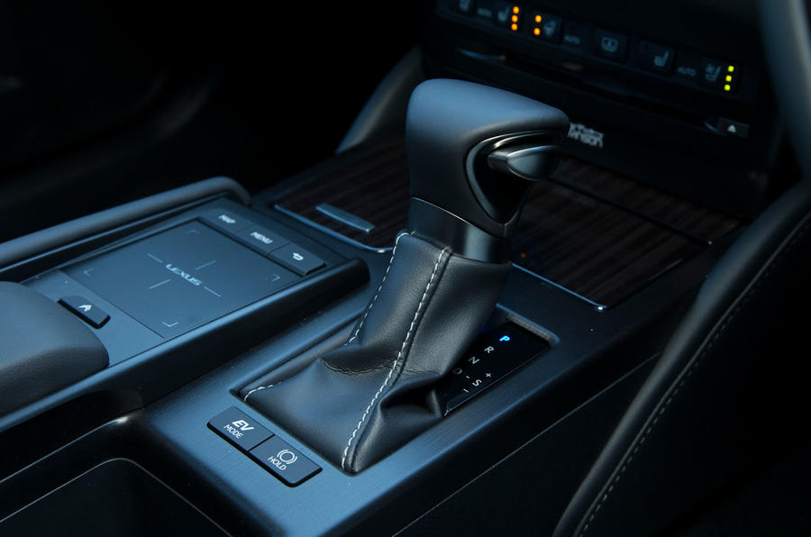 Lexus ES 2019 road test review - gearstick