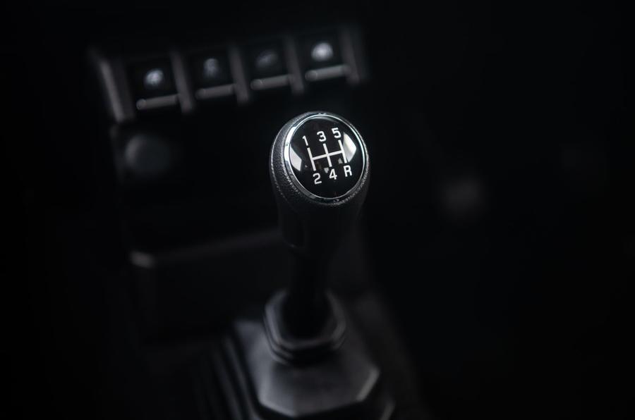Suzuki Jimny 2018 road test review - gearstick