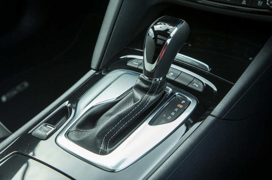 Vauxhall Insignia Sports Tourer GSI review gear stick
