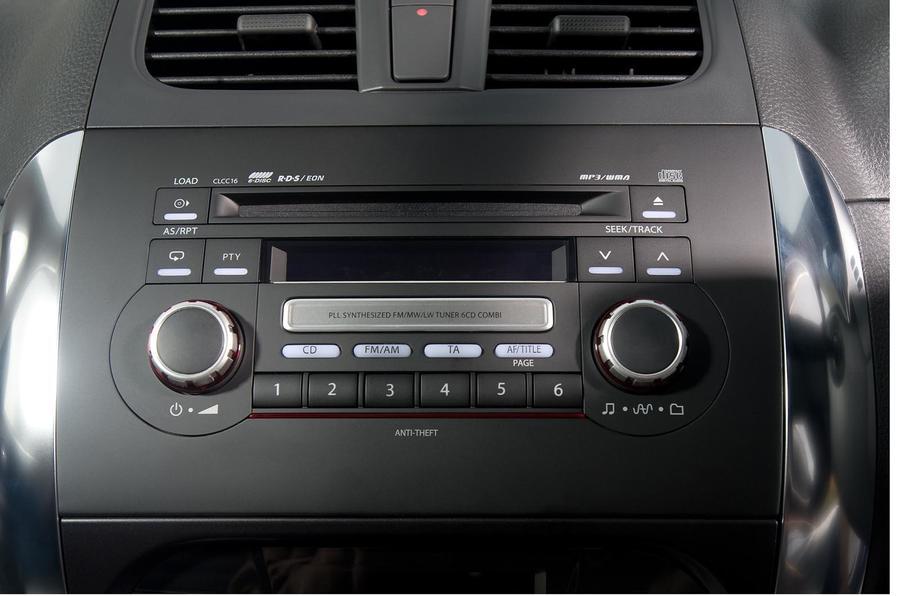 Suzuki SX4 entertainment cluster