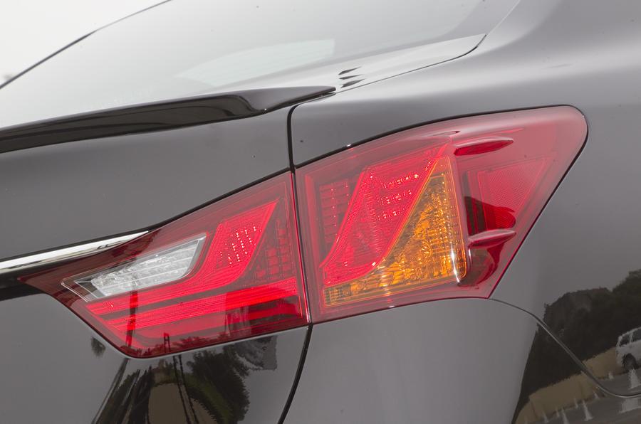 Lexus GS 450h rear light