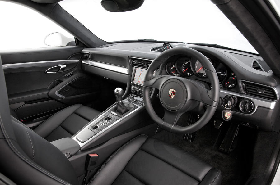 Porsche 911 Carrera S dashboard