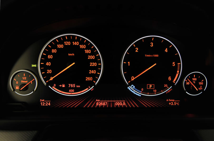 BMW M550d xDrive instrument cluster