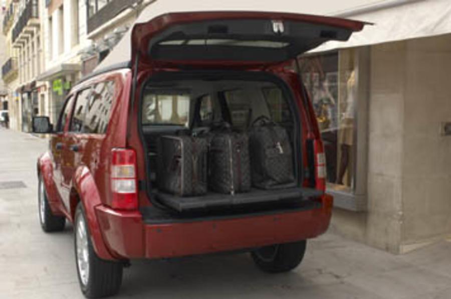 dodge nitro 2 8 crd se review autocar. Black Bedroom Furniture Sets. Home Design Ideas