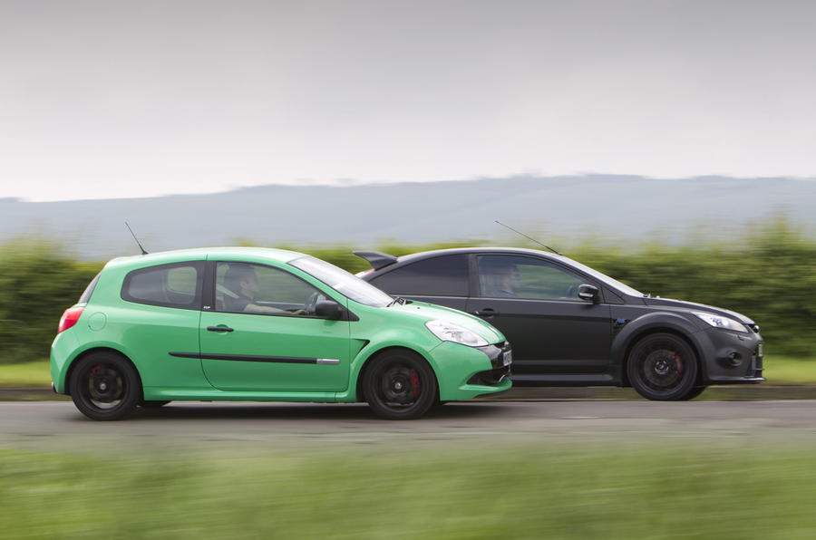 Video: Focus RS500 v Clio Cup