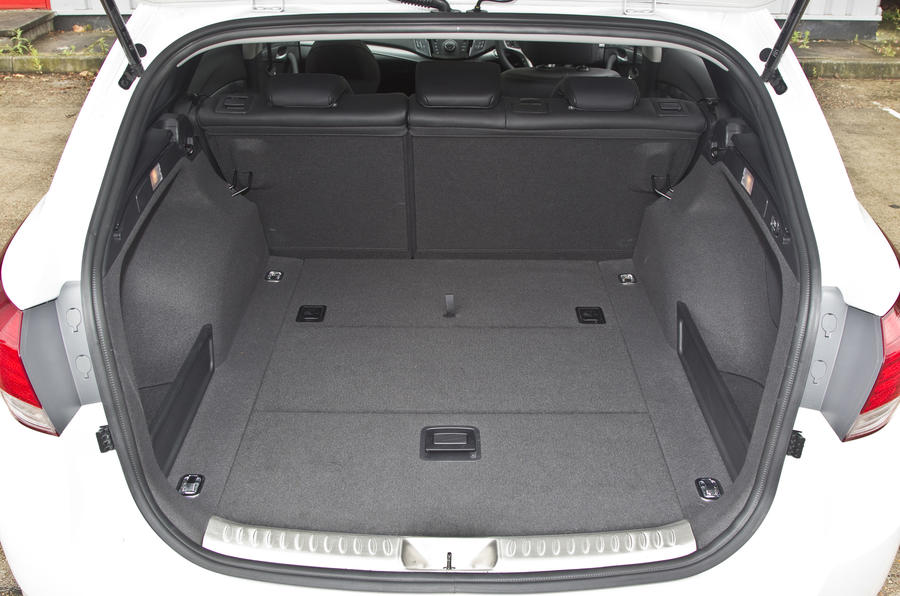 Hyundai i40 estate boot capacity