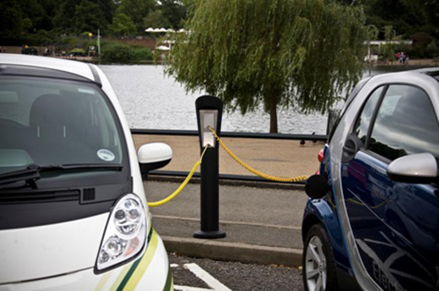 Firms want standard EV plugs