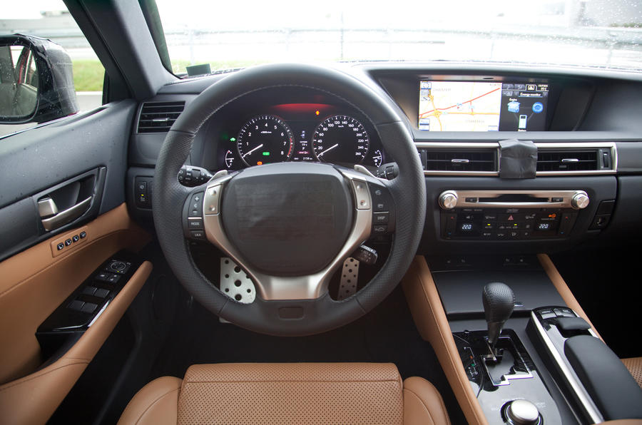 Lexus GS 450h dashboard
