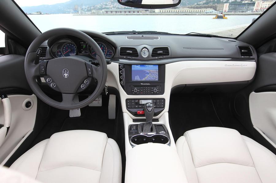 Maserati Grancabrio Sport dashboard