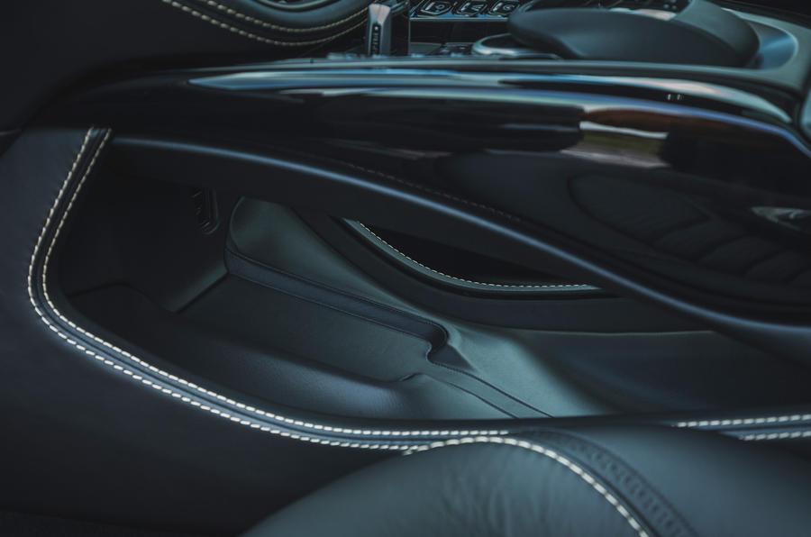 Examen de l'essai routier de l'Aston Martin DBX 2020 - conception de la console centrale