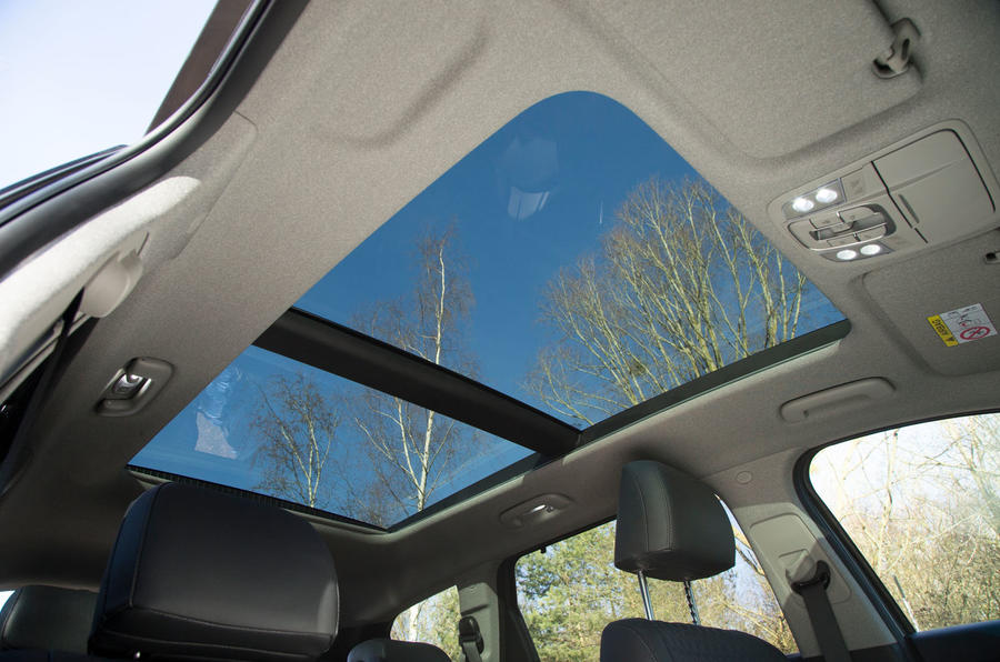 Hyundai Santa Fe 2019 road test review - sunroof