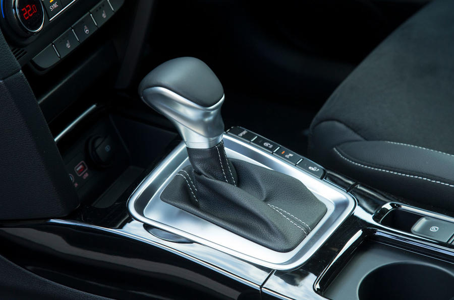 Kia Proceed GT-Line 2019 road test review - gearstick