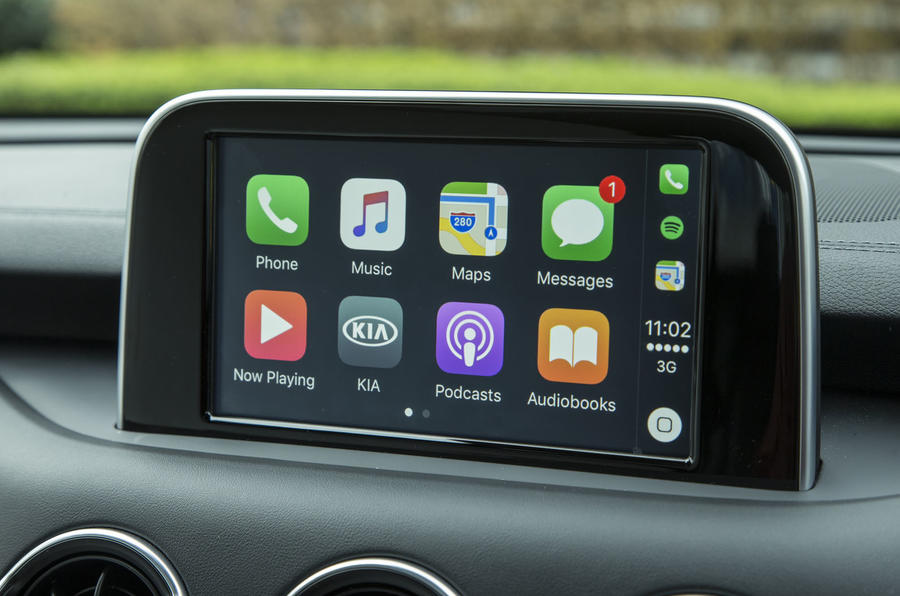 Kia Stinger GT line 2018 review infotainment CarPlay