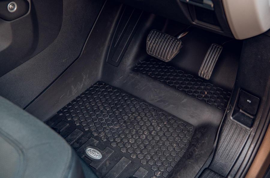 Land Rover Defender 2020 : examen des essais routiers - caoutchouc de sol