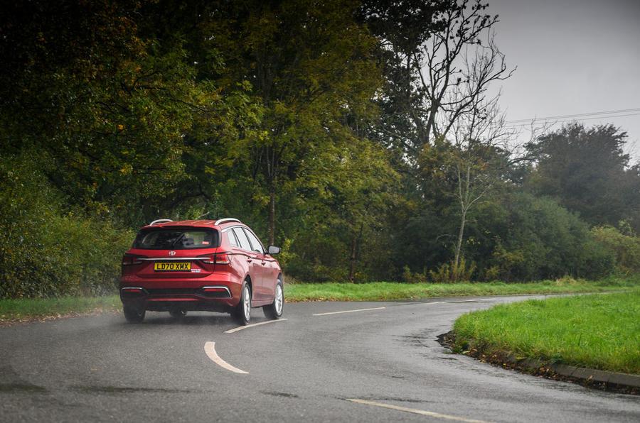 MG 5 SW EV 2020 Examen de l'essai routier - sur l'arrière
