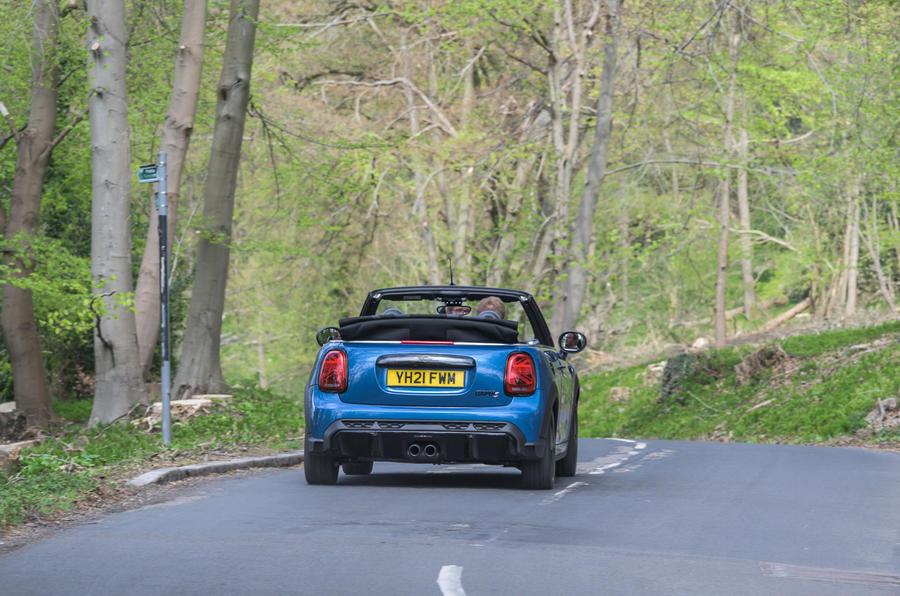 23 Mini Cabriolet 2021 RT sur route arrière