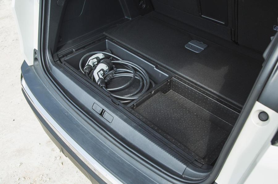 23 Peugeot 3008 2021 RT coffre sous plancher