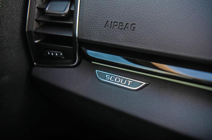 Skoda Karoq Scout 2019 road test review - interior trim
