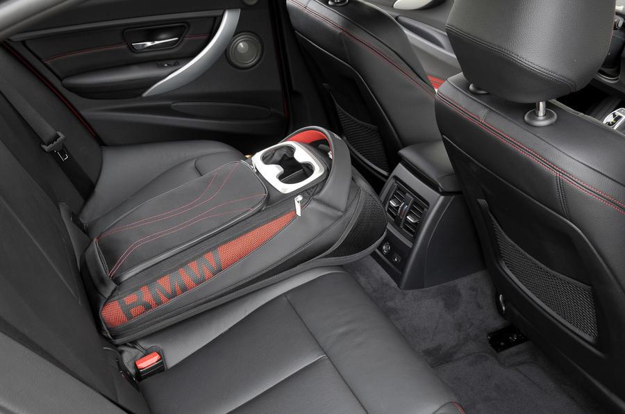 BMW 328i Sport rear cupholder