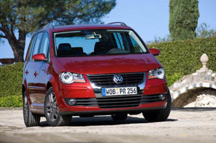 vw touran 2 0 tdi 140 review autocar. Black Bedroom Furniture Sets. Home Design Ideas