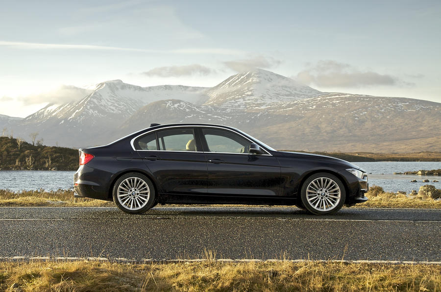 BMW 335i Luxury side profile