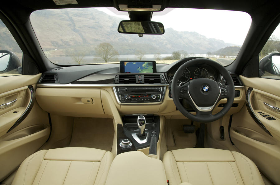 BMW 335i Luxury dashboard