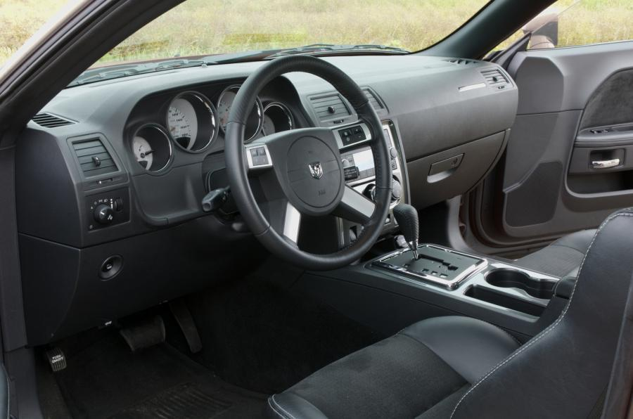 Dodge Challenge SRT-8 interior