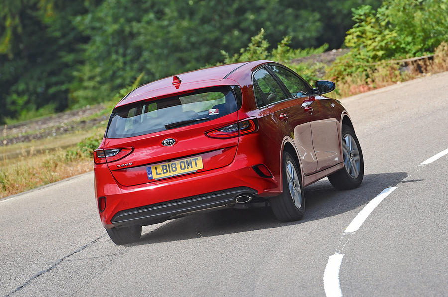 Kia Ceed 2018 road test review rear cornering