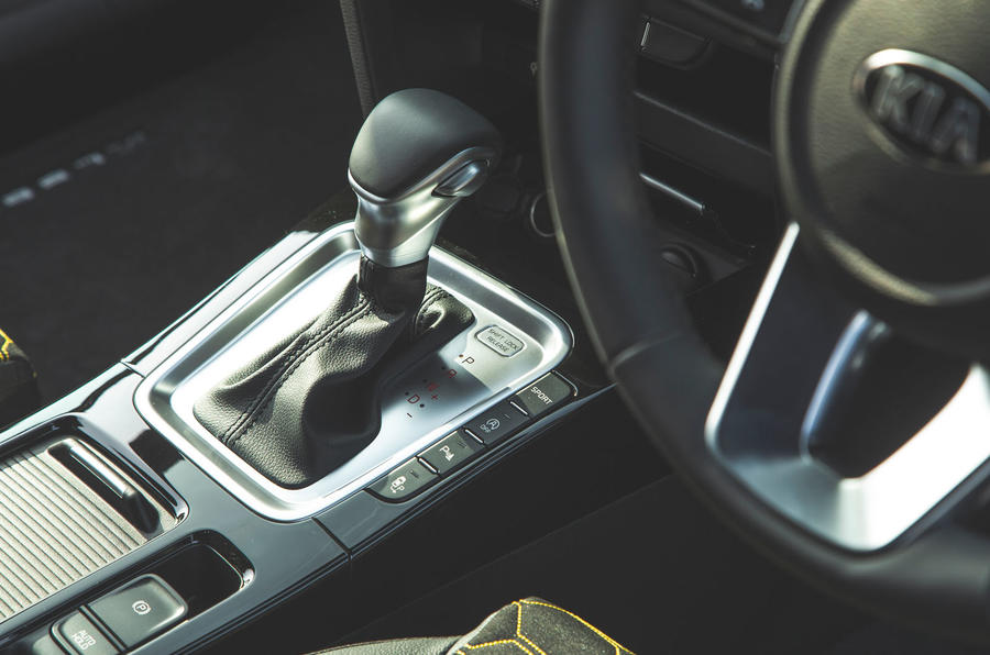Kia Xceed 2019 road test review - centre console