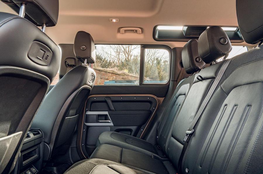 Land Rover Defender 2020 : bilan de l'essai routier - sièges arrière