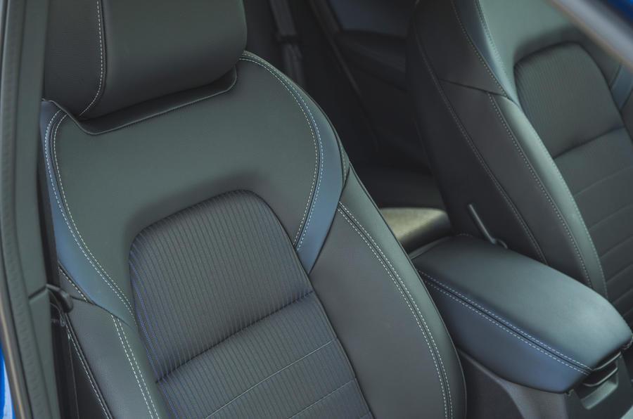 24 Nissan Qashqai 2021 RT détails des sièges avant