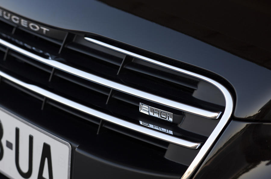 Peugeot 508 front grille