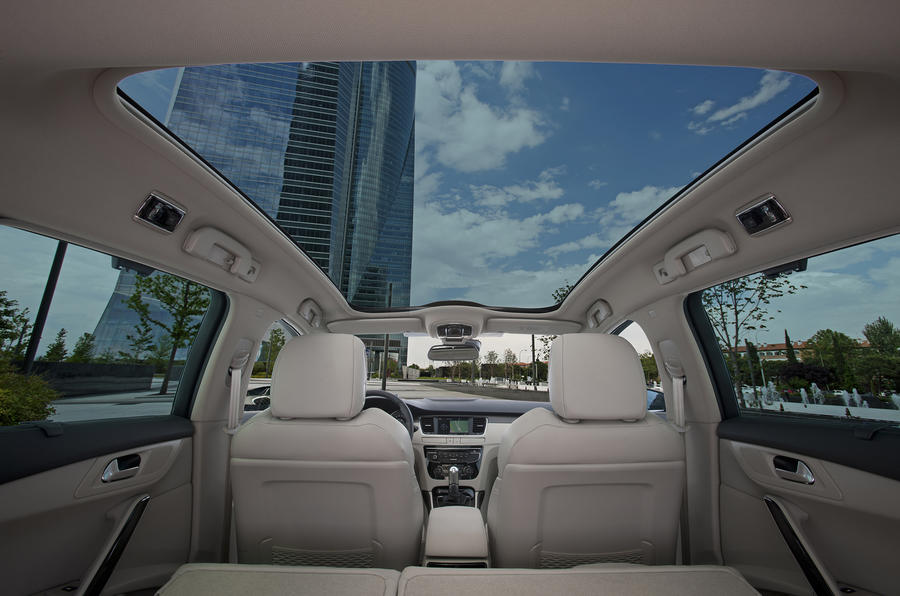 Peugeot 508 panoramic sunroof