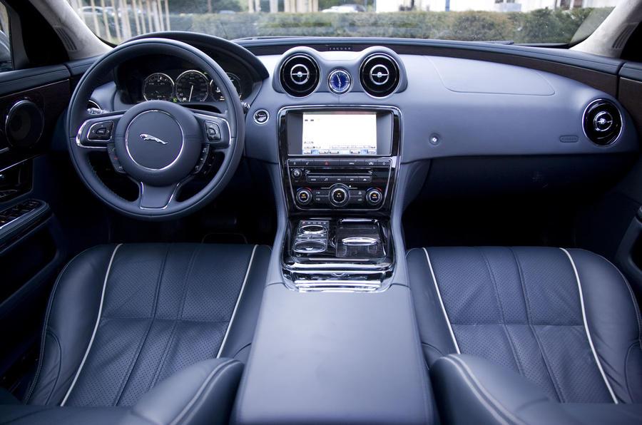 Jaguar XJ 5.0 V8 Supersport dashboard
