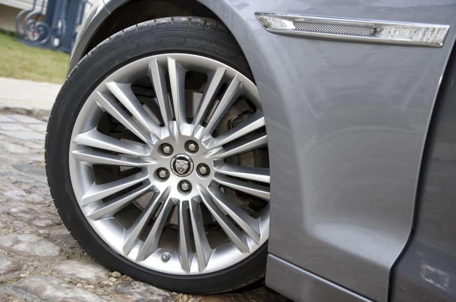 19in Jaguar XJ alloy wheels