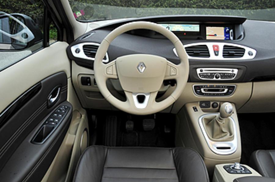 Fantastyczny Renault Grand Scenic 2.0 dCi 160 Privilege review | Autocar WU58