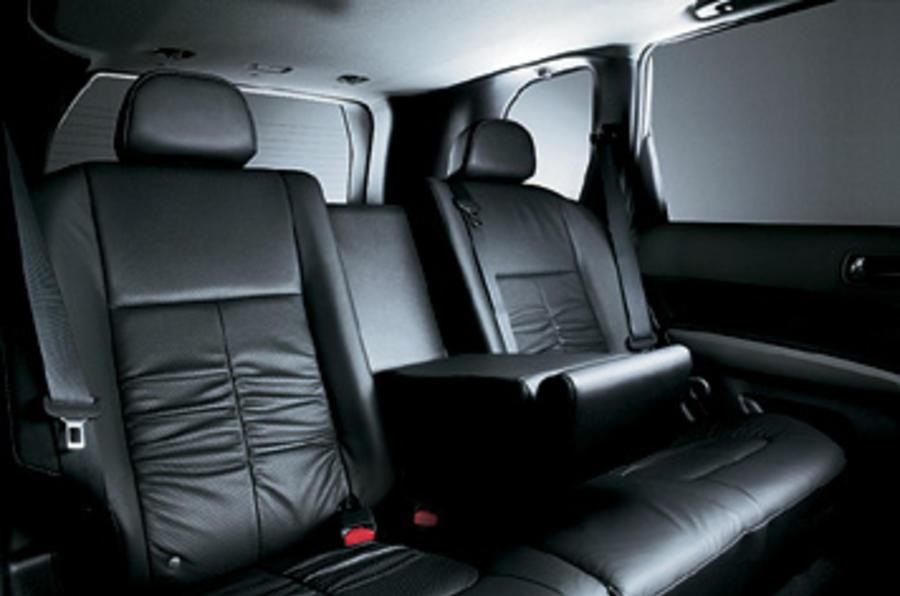 Nissan X-Trail 2.0 dCi rear seats