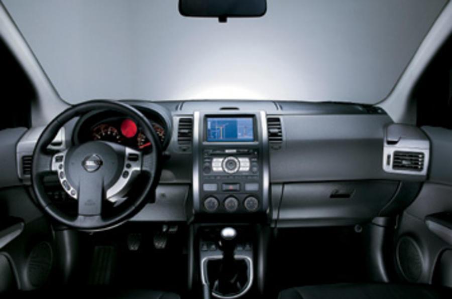 Nissan X-Trail 2.0 dCi dashboard