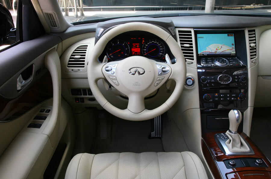 Infiniti FX30d GT Premium dashboard