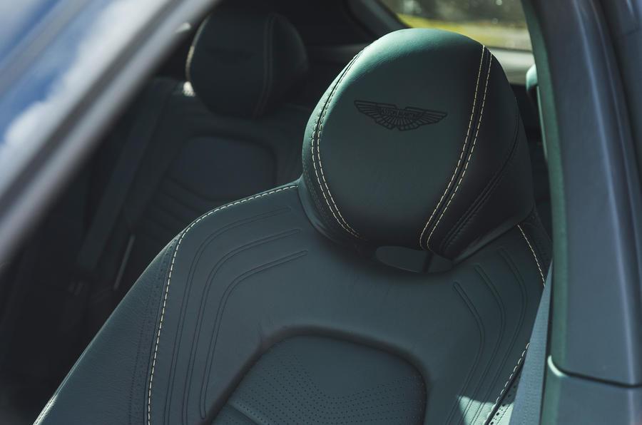 Examen de l'essai routier de l'Aston Martin DBX 2020 - détails des sièges