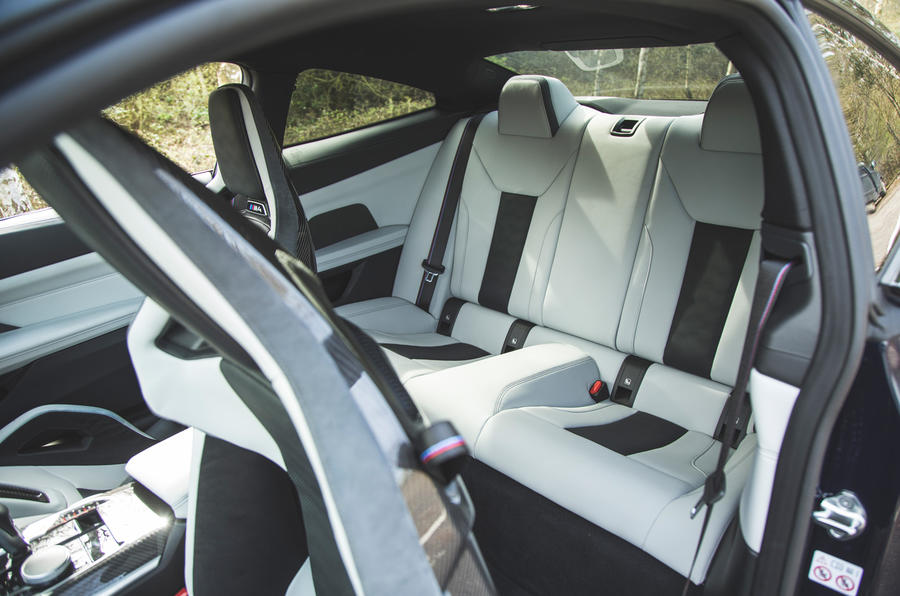 25 BMW M4 Competition 2021 RT sièges arrière