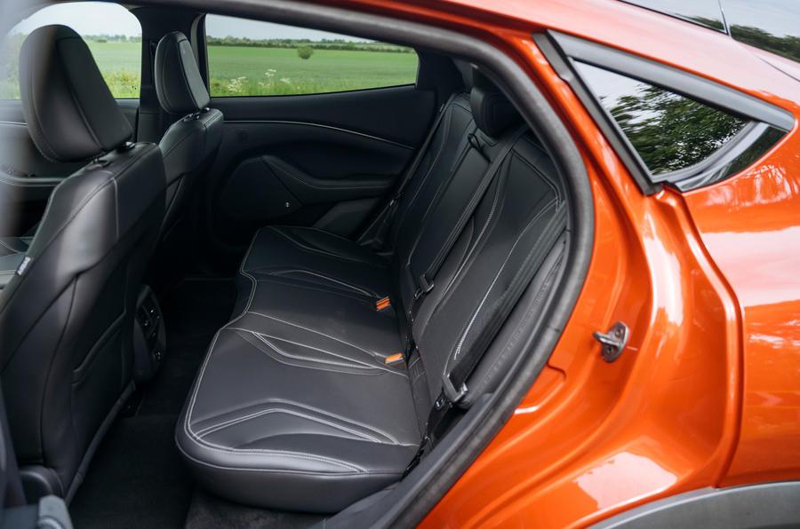 25 Ford Mustang Mach e 2021 RT sièges arrière