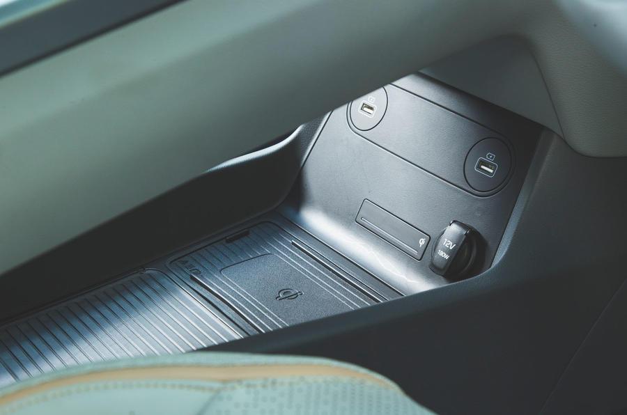 Hyundai Nexo 2019 road test review - USB ports