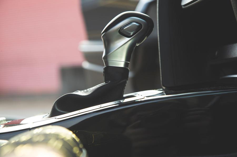 Kia Xceed 2019 road test review - gearstick