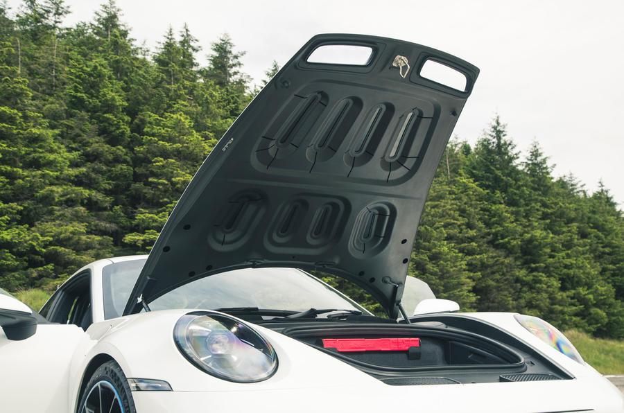 25 Porsche 911 GT3 2021 RT dessous de capot moteur
